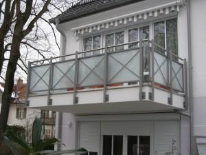 Balkone_Balkongelaender_Glasfuellung_00008