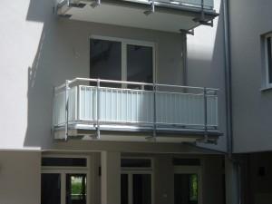 Balkone_Balkongelaender_Glasfuellung_00017