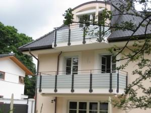 Balkone_Balkongelaender_Glasfuellung_00026