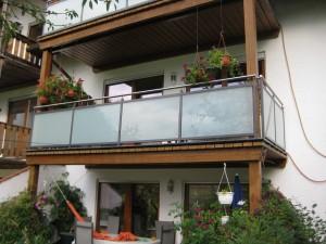 Balkone_Balkongelaender_Glasfuellung_00036
