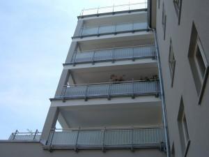 Balkone_Balkongelaender_Glasfuellung_00040