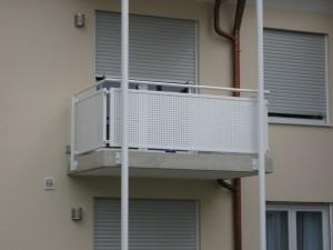 Balkone_Balkongelaender_Lochblechfuellung_00010