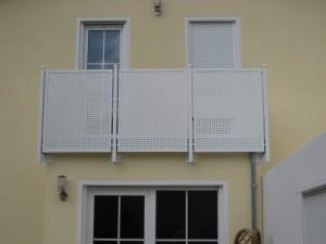 Balkone_Balkongelaender_Lochblechfuellung_00012