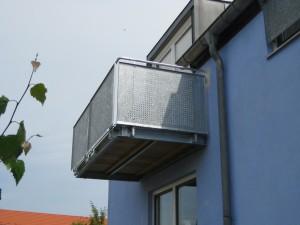 Balkone_Balkongelaender_Lochblechfuellung_00024