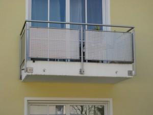 Balkone_Balkongelaender_Lochblechfuellung_00027