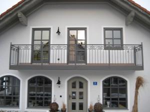 Balkone_Balkongelaender_Stabfuellung_pulverbeschichtet_00001