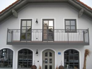 Balkone_Balkongelaender_Stabfuellung_pulverbeschichtet_00002