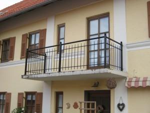 Balkone_Balkongelaender_Stabfuellung_pulverbeschichtet_00086