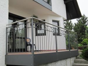 Balkone_Balkongelaender_Stabfuellung_pulverbeschichtet_00102